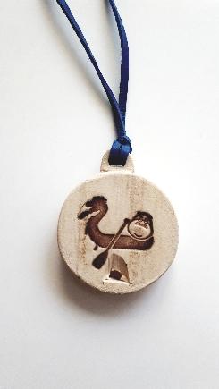 Píšťalka s Modrým hrochem na dračí lodi - medailon
