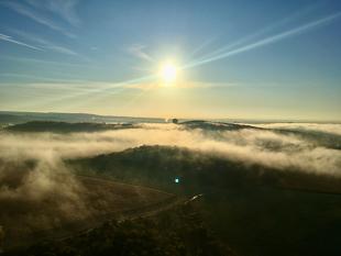 mlha nad Brnem