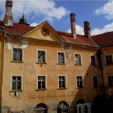 Zámecká budova před rekonstrukcí