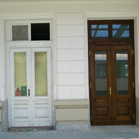 Porovnání dveří a závěsů před a po rekonstrukci