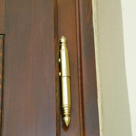 Detail závěsu a návleku na dveřích