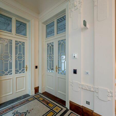 Dveře, kde byly panty a návleky použity