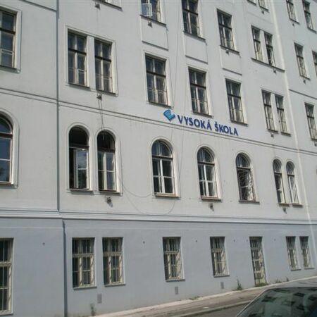 Vysoká škola Linderova ul.