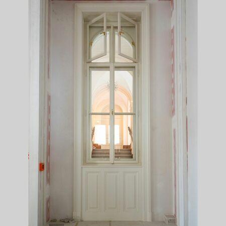 Okno, kde byly použity panty i návleky
