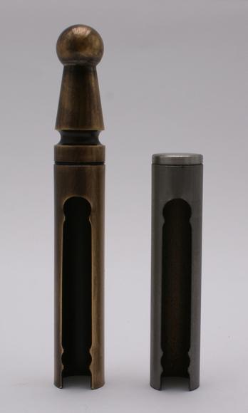 Ukázka kovových návleků TRIO 15 MAX (UR01 stará mosaz a UR24 bez povrchové úpravy)