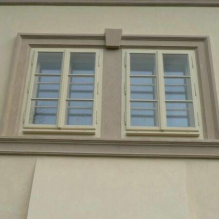 Detail oken zámečku