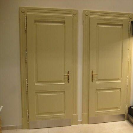 Kazetové dveře s panty a návleky