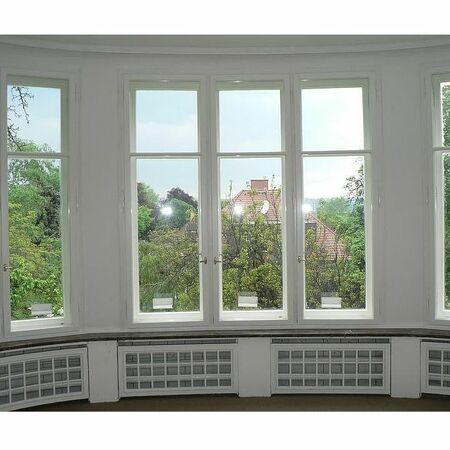 Kastlová okna osazena panty s návleky
