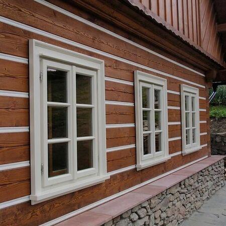 Detail oken zvenku