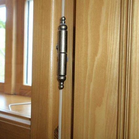 Interiér – použity závěsy v povrchu stará mosaz