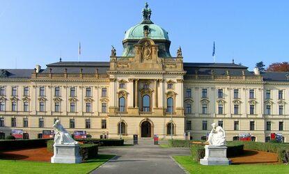 Strakova akademie (úřad vlády ČR) Praha