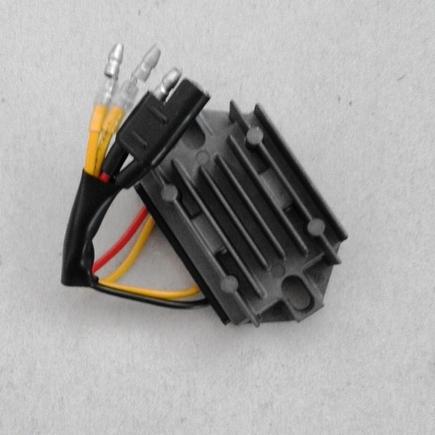 Regulátor napětí/proudu H6720-55200 4-pin