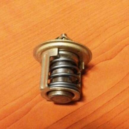 Termostat chladící kapaliny Kubota 1E399-73010