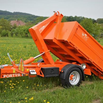 Traktorový nosič kontejnerů Portýr 3, vč. majáku a couvacího světla